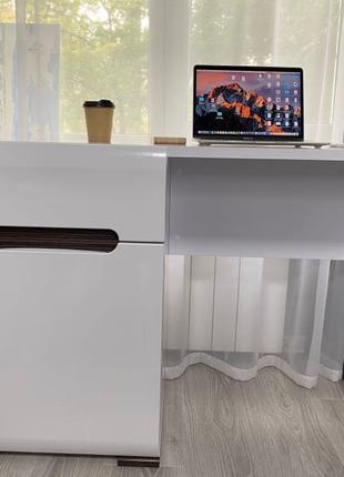 Стол комнатный/письменный/туалетный
