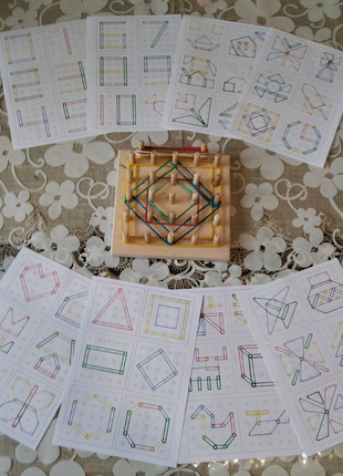 Геоборди з кольоровими схемами.