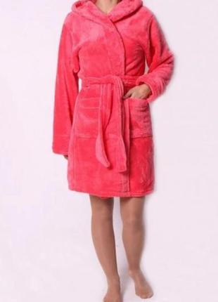 Розовый махровый халат с капюшоном. короткий махровый халат. 3хл.