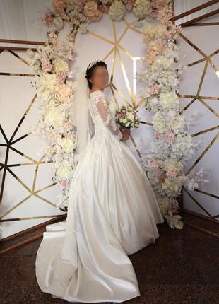Идеальное свадебное платье со шлейфом + подарок