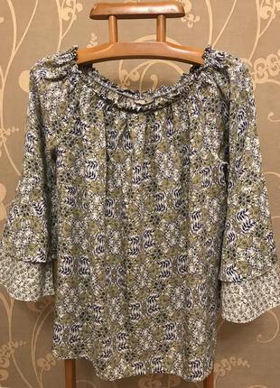 Нереально красивая и стильнаябрендовая блузка в цветах.