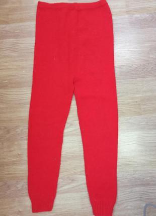 Штаны, гамаши теплые, красного цвета.