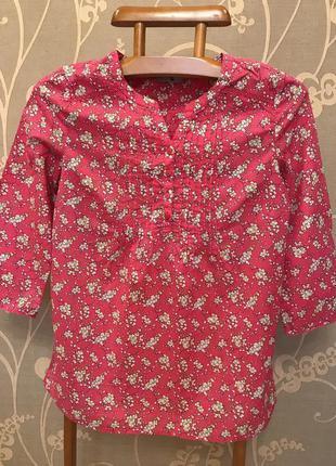 Очень красивая и стильная брендовая рубашечка в цветах.