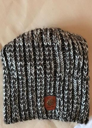Вязанная зимняя/осенняя женская шапка