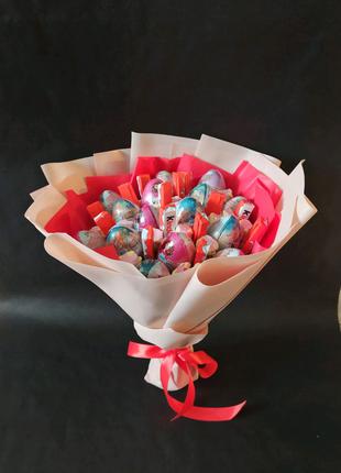 Букет из киндеров, шоколада и зефира