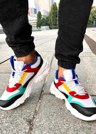 Яркие мужские кроссовки с белой подошвой. осень 2020