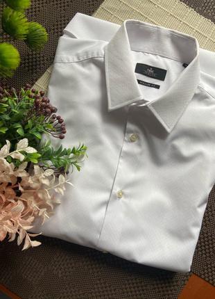 Чоловіча біла сорочка на запонках