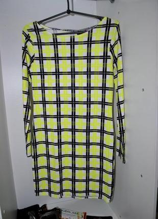 Платье  boohoo яркое салатовое в клетку неоновое крутое модное