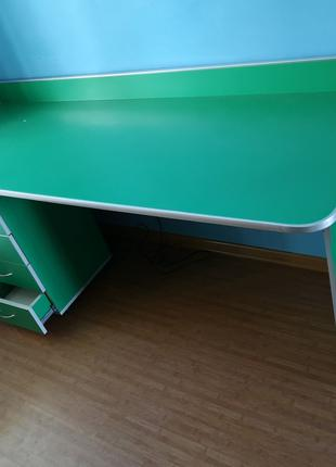 Письменный стол + тумбочка + кресло