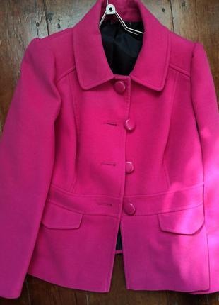 Малиновое яркое пальто, розовое пальто