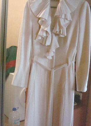 Шикарнейшее итальянское пальто цвета слоновой кости