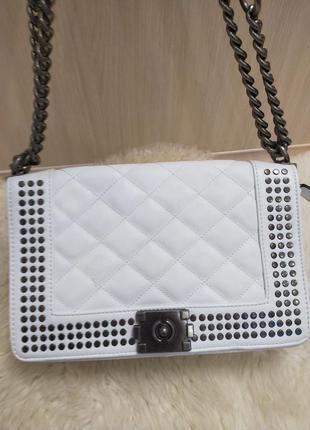Белая стеганая сумка на плечо