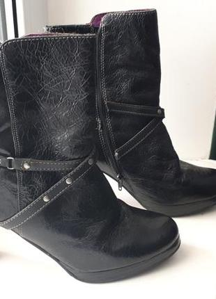 Осенние лаковые ботинки braska