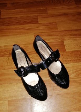 Женские итальянские  лаковые  туфельки на низком каблуке