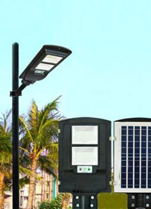 Уличный фонарь на солнечных батареях с датчиком движения.