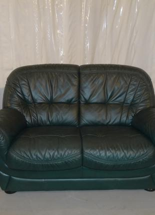 Кожашый диван и кресло