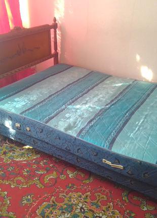 Двухспальная кровать и матрас
