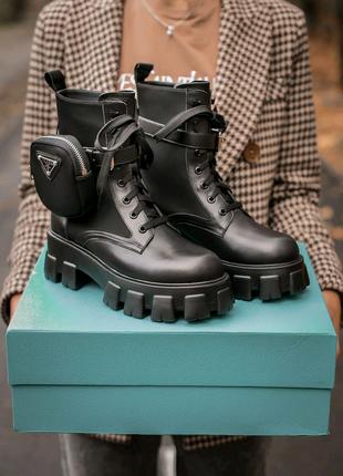 Женские кожаные ботинки Prada