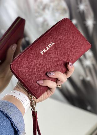Женский кошелёк в бордовом цвете