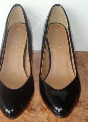 Черные лаковые туфли лодочки размер 37 новые