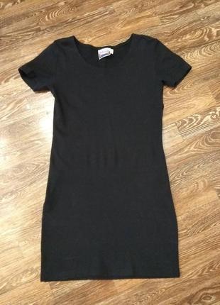 Черное маленькое платье размер l