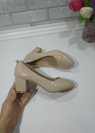 """Туфли """"комфорт"""" цвет бежевый, материал иск.лак, каблук 6 см. у..."""