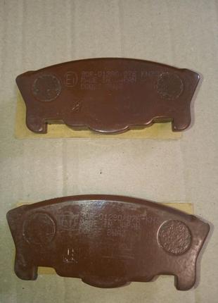 Тормозные колодки Daihatsu Move 1996 передние