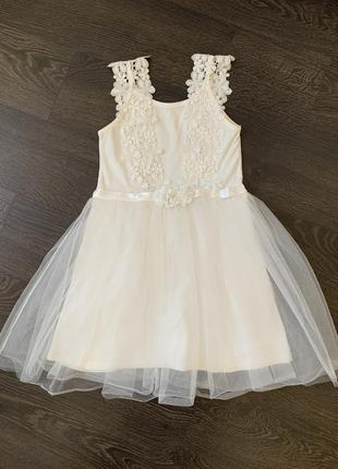 Нежное платье из мягкого фатина