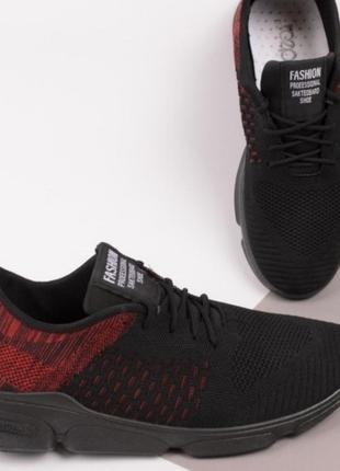 Мужские кроссовки чёрного цвета