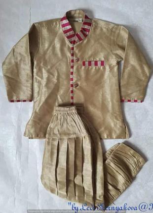 Красивый карнавальный костюм в золотой ткани в индийском стиле...