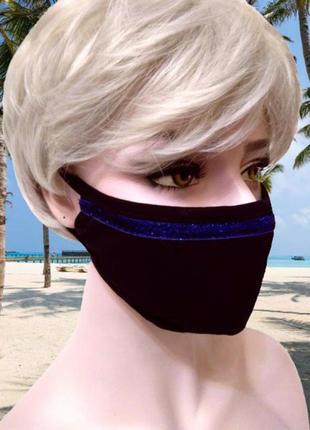 Черная трикотажная маска с блестящей синей полоской