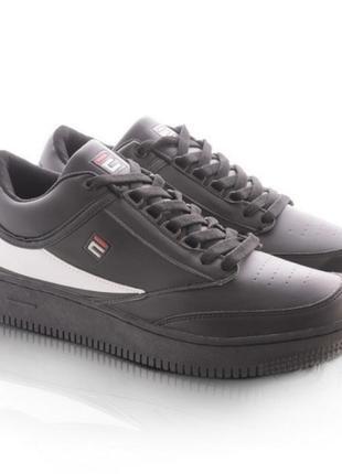 Мужские черные кроссовки с белой полоской