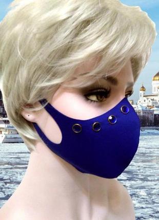 Неопреновая синяя маска с круглыми синими заклепками