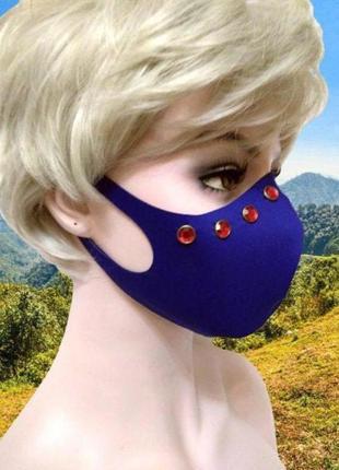Многоразовая синяя неопреновая маска с красными круглыми закле...