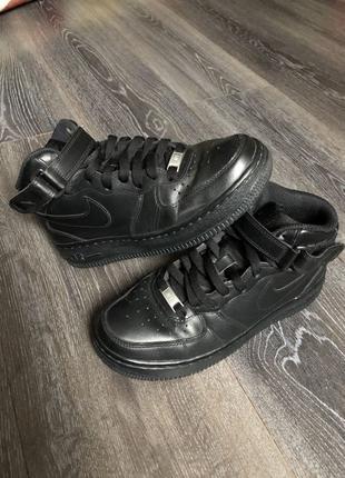 Кроссовки женские  Nike Air Force 37, us 7 стелька 24 см оригинал