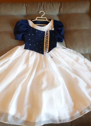 Платье нарядное. На 7-10 лет