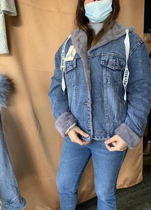 Женская джинсовая тёплая куртка с искусственным мехом