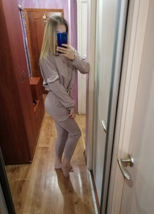 Спортивный костюм женский с укороченным худи и штанами с карманам