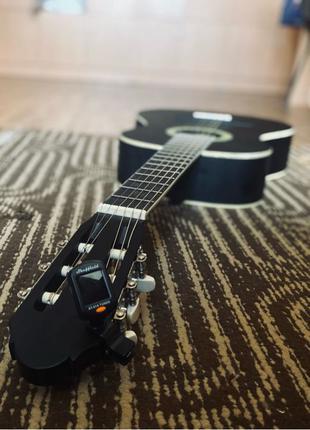 Продам Классическую гитару Sheffield