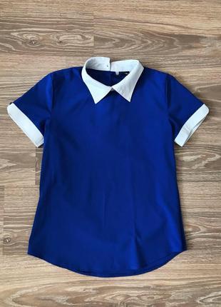 Синяя классическая блуза с белым воротником и манжетами размер s