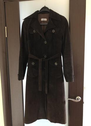 Замшевое коричневое пальто длинное