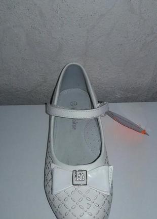 Белые туфли на девочку канарейка
