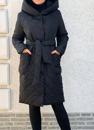 Теплое женское пальто с капюшоном на зиму