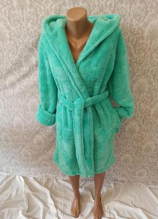 Теплые махровые женские короткие натуральные халаты с капюшоно...