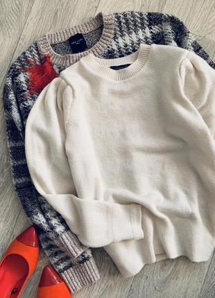 Бежевый молочный свитер с объемными рукавами primark