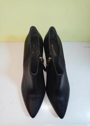 Ботинки 41 розмір бренд minelli