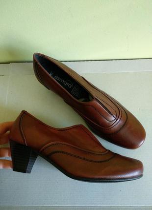 Ботинки 40 розмір бренд esmara