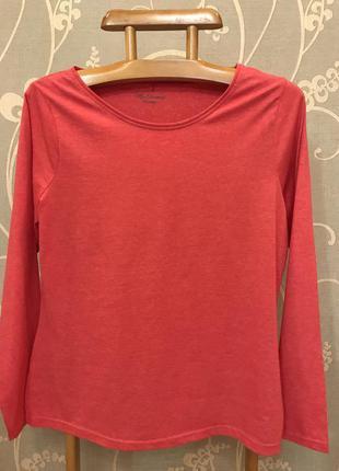 Очень красивая и стильная брендовая кофточка красного цвета.