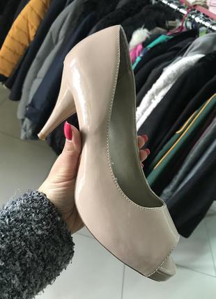 Бежевый туфли