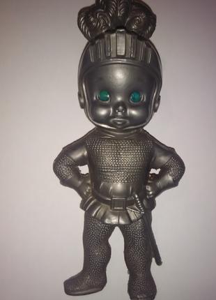 Детская пластмассовая игрушка Рыцарь ГДР начало 70-х